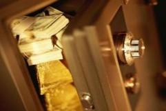 В чем состоит отличие банковского депозита и вклада?