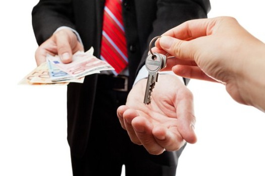 обмен денег на ключи от квартиры